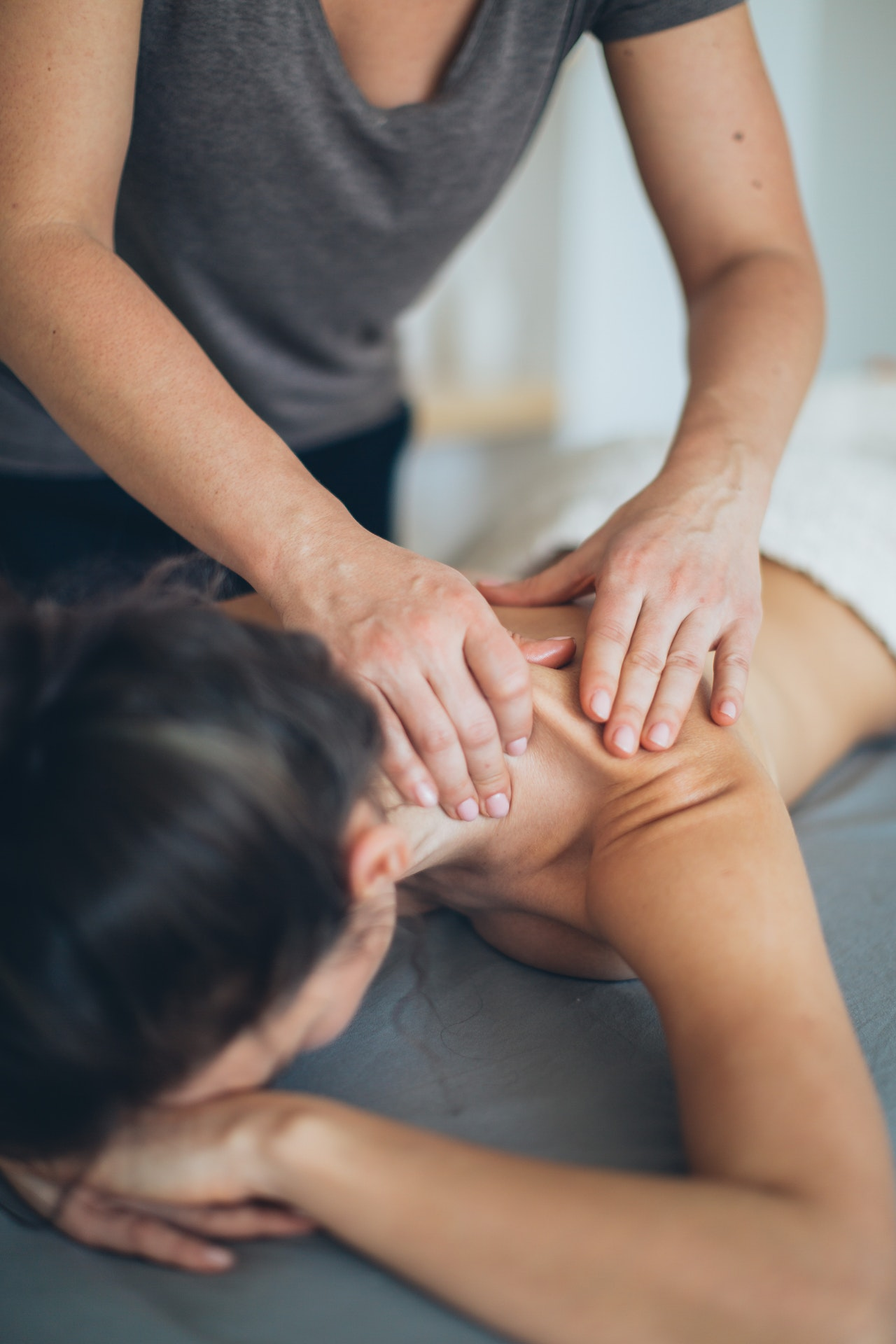 masaje mujer espalda
